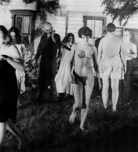 night-of-the-living-dead-naked-female-zombie (2)